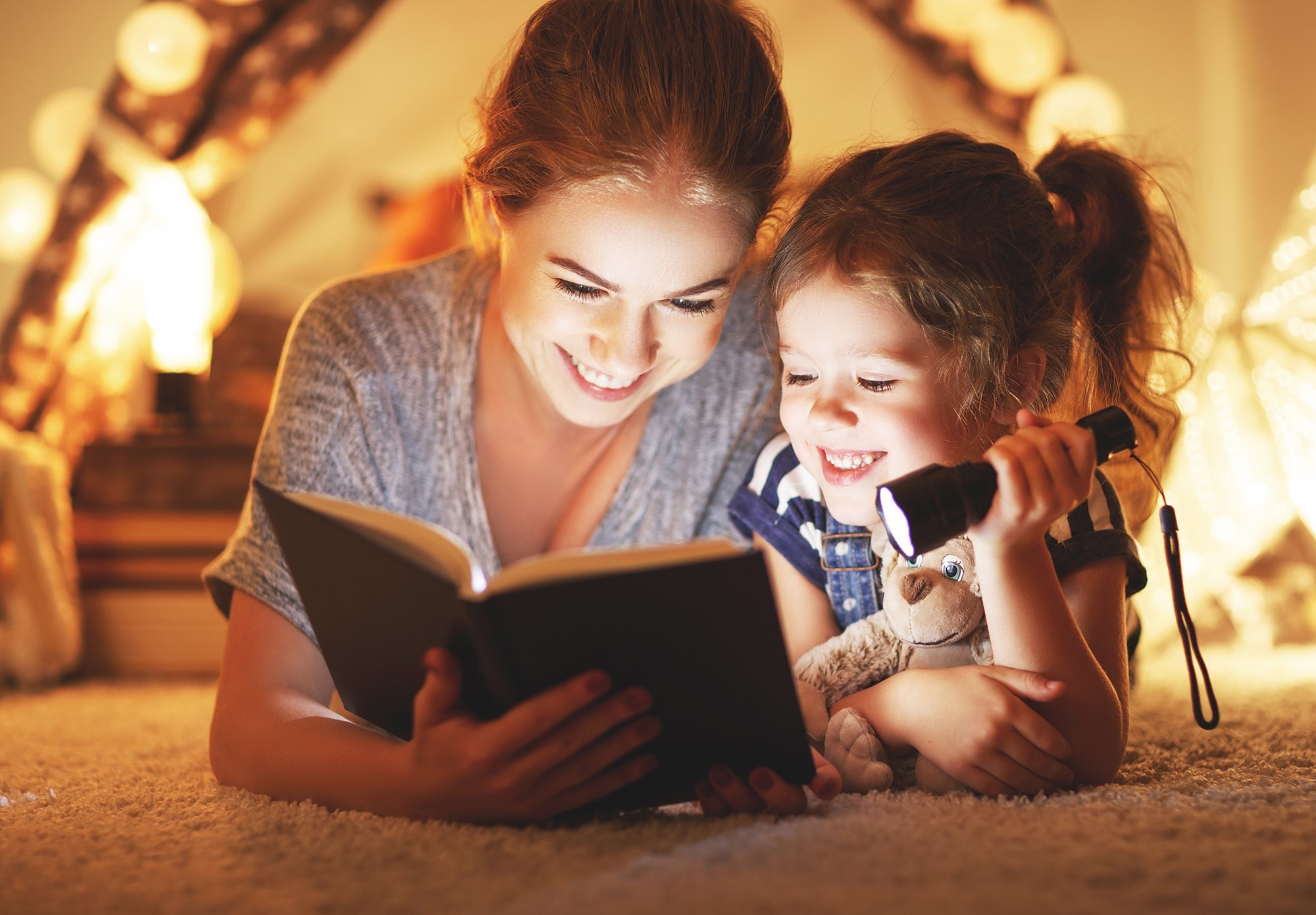 Reading_with_Flashlight